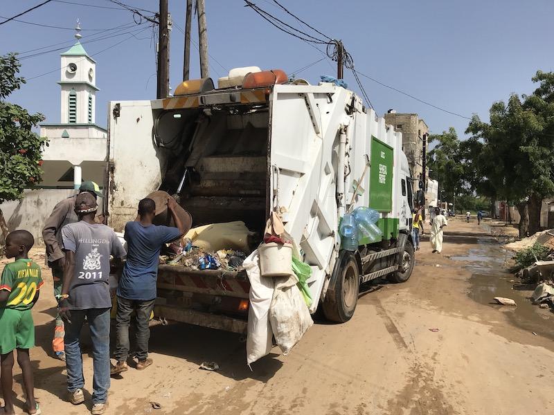 セネガルのゴミ収集車