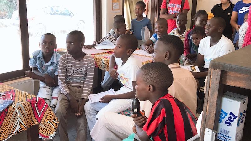 セネガルの子どもたち真剣な表情
