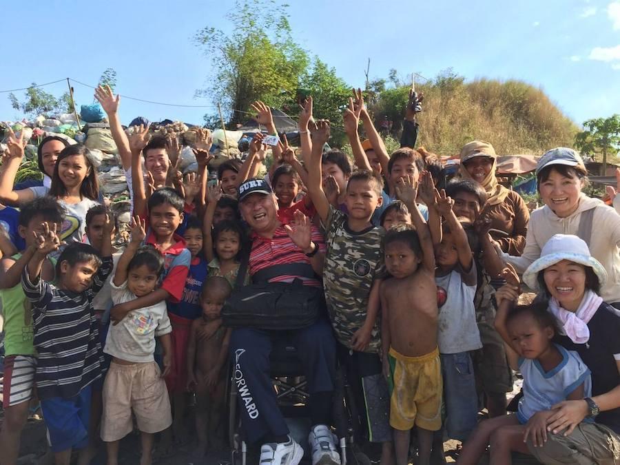 日本人男性とフィリピンの子どもたち